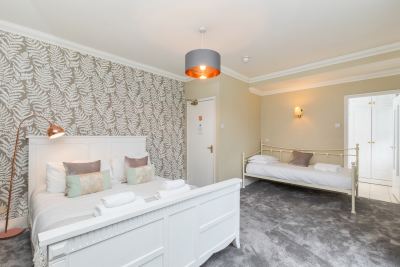 Room 1 - Queen size bed and Single bed