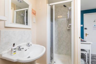 Bathroom for room 3